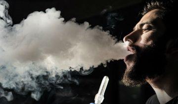 8 известни личности, които пушат наргиле